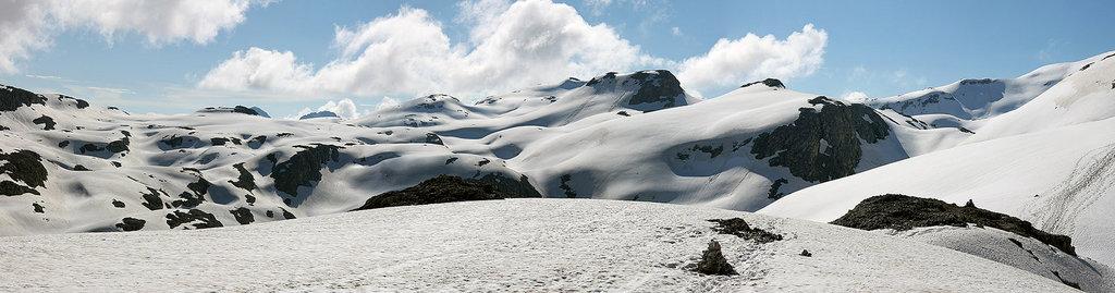 Scorcio dell'altopiano delle Pale di San Martino (Altopiano innevato - Panoramica. Foto Giorgio Raffaelli.