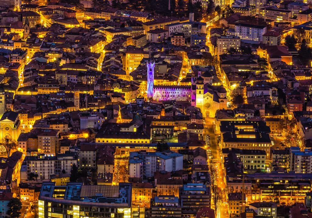 La Torre Civica e il Palazzo Pretorio illuminati visti da Sardagna