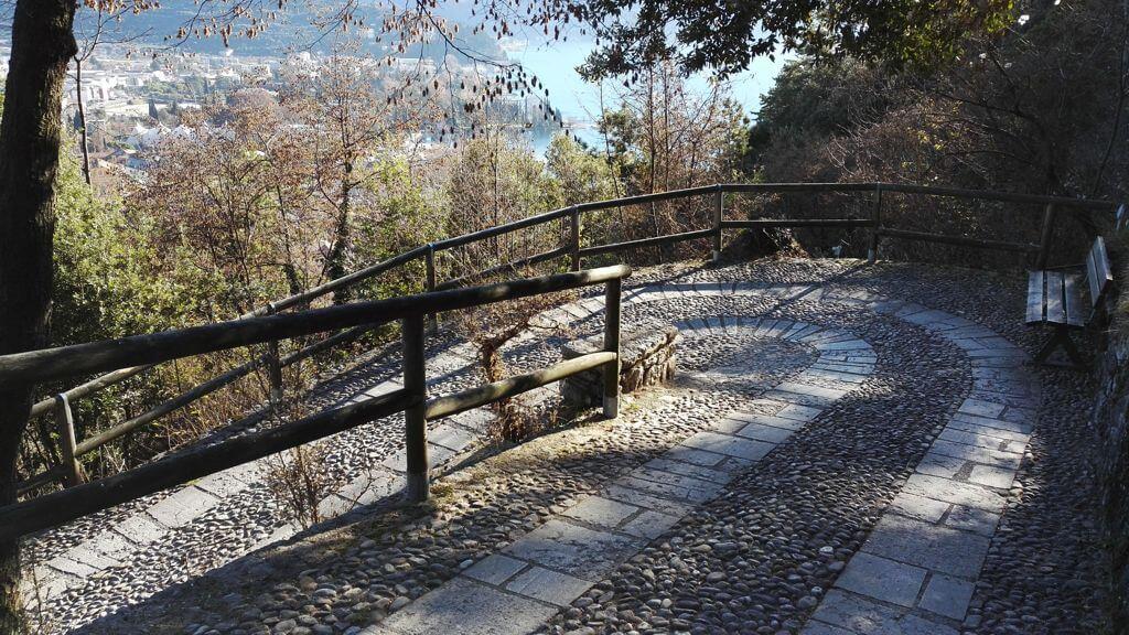 Sentiero verso il Bastione di Riva del Garda
