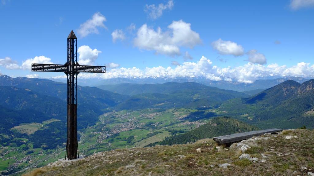 Croce di vetta del Monte Cornon (Ph. Mirko Ropelato)