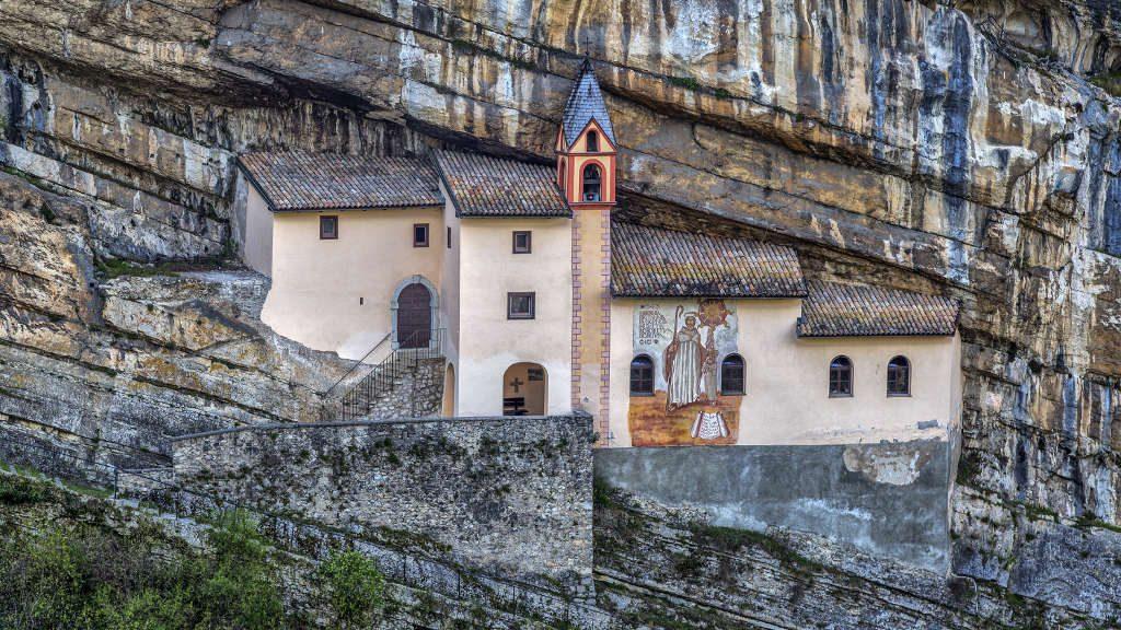 Eremo di San Colombano (Ph. Luca Giubertoni / Shutterstock.com)