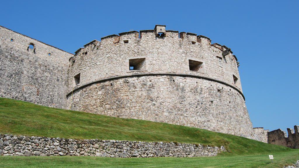 Mura di Castel Beseno (Ph. Di Mizio1970 / Shutterstock.com)