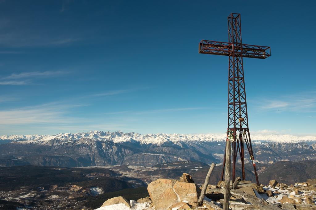 Croce di vetta del Dosso di Costalta (Ph. Mirko Ropelato)