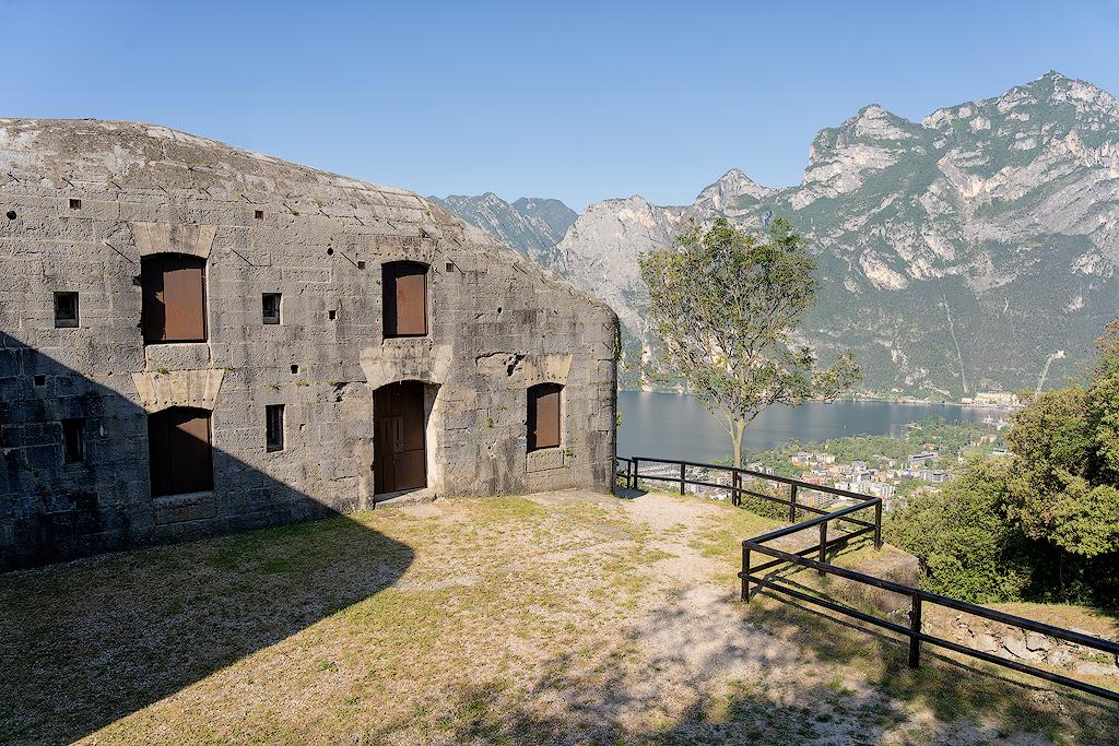 Batteria di Mezzo Sul Monte Brione (Ph. Mirko Ropelato)